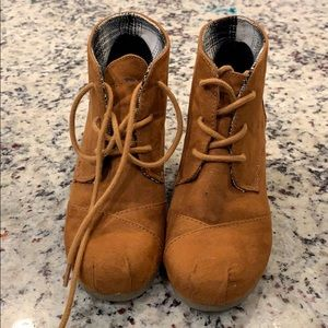 Brown ankle wedges boots